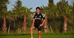 Beşiktaşlı kadın futbolcu Seda, azmi ve yeteneğiyle milli formayı terletmenin gururunu yaşıyor