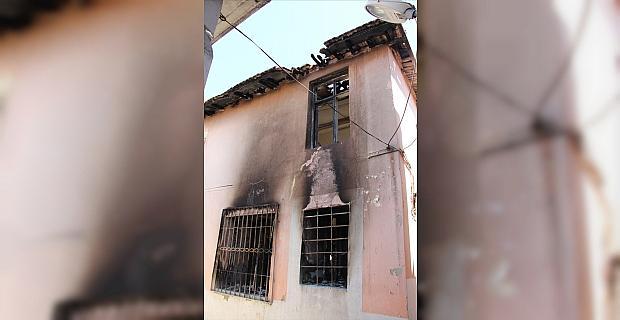 Hatay'da ateşe verdiği evinde yanarak ölen gencin annesi olay gününü anlattı