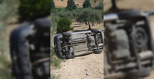 Hatay'da park halindeyken hareket eden hafif ticari araç devrildi: 1 ölü, 2 yaralı