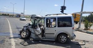 Kahramanmaraş'ta minibüs ile hafif ticari araç çarpıştı: 7 yaralı
