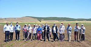 Kahramanmaraş'ta çalışan çiftçilere 14 Mayıs ziyareti