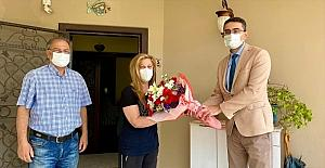 Mersin'de Kovid-19 nedeniyle hayatını kaybeden sağlık çalışanlarının yakınları Anneler Günü'nde unutulmadı
