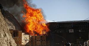 Mersin'de soğuk hava deposunda çıkan yangın hasara neden oldu