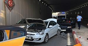 Mersin'de üç aracın karıştığı trafik kazasında 2 kişi yaralandı