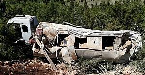 Mersin'de uçuruma yuvarlanan tankerin şoförü hayatını kaybetti