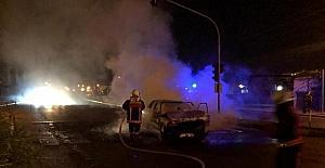Mersin'de yanan otomobil kullanılamaz hale geldi