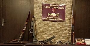 Osmaniye'de uyuşturucu zanlısının evinde silah ve çalıntı motosiklet ele geçirildi