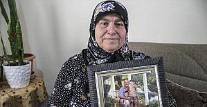 Reyhanlı'daki terör saldırısında kocasını kaybeden anne, çocukları ve torunlarıyla yaşama tutunuyor