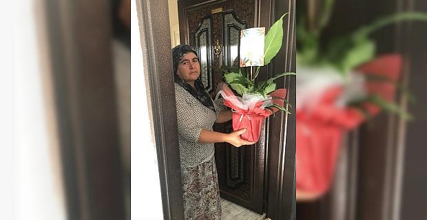 Serik'te AK Partili gençler, şehit annelerinin Anneler Günü'nü kutladı