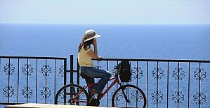 Turizm merkezleri Antalya ve Muğla'nın sahillerinde hareketlilik yaşanıyor