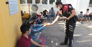 Türk polisinden insanlık dersi