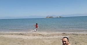 Yumurtalık'ta kademeli normalleşmeyle sahiller hareketlendi