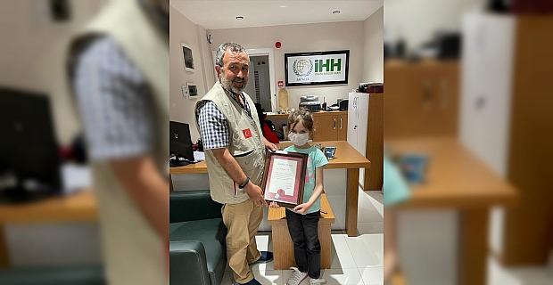 Antalya'da 7 yaşındaki çocuk, biriktirdiği harçlıklarını yetimler için bağışladı