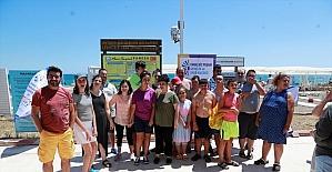 Antalya'da Engelsiz Yaşam Gençlik ve Spor Kulübü üyesi öğrenciler plajda bir araya geldi
