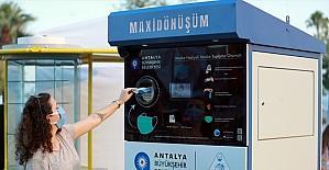Antalya'da Konyaaltı Sahili'ne atık ve maske otomatı yerleştirildi