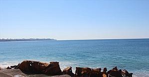 Dünyaca ünlü Konyaaltı Plajı yakınındaki 83 yıllık batık gemi karaya çıkarıldı