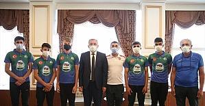 Serik Belediyespor Bisiklet Takımı, Başkan Enver Aputkan'ı ziyaret etti