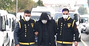 """Adana'da üst arama bahanesiyle yankesicilik yapan """"sahte polis"""" tutuklandı"""