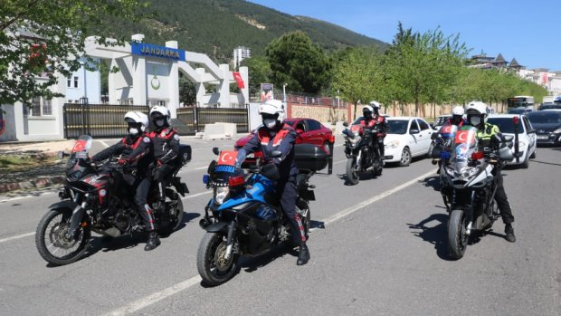 Kahramanmaraş'ta polis ve jandarmadan 23 Nisan'a özel konvoy